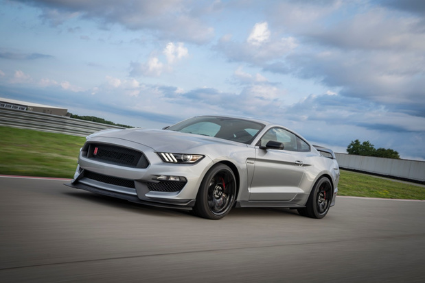 Ford Mustang Shelby GT350R onder het mes