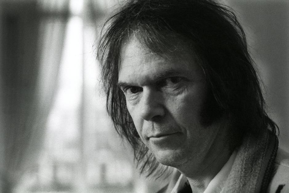 Op zijn 75ste is Neil Young nog steeds een vat vol tegenstrijdigheden