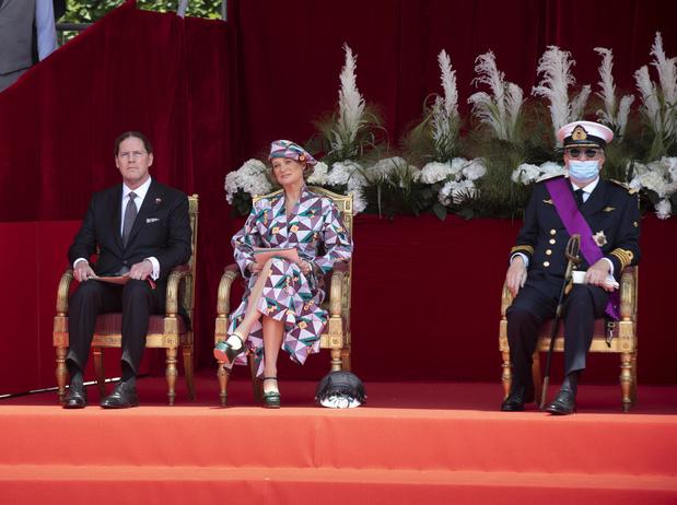 La princesse Elisabeth parade, la princesse Delphine en tribune et la princesse Claire absente