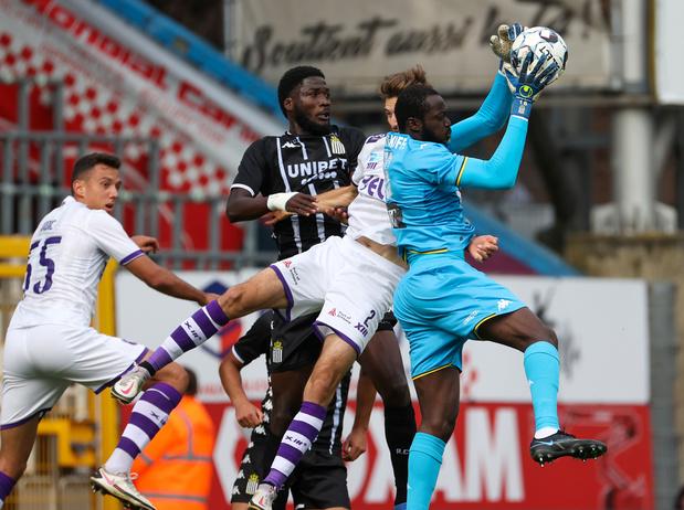 Jupiler Pro League: Charleroi s'impose 5-2 contre Beerschot au cours d'un match fou