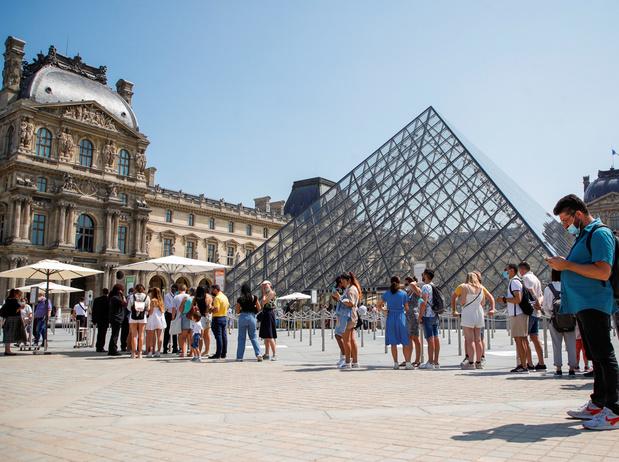 Musées, cinéma, loisirs: le pass sanitaire y devient obligatoire en France