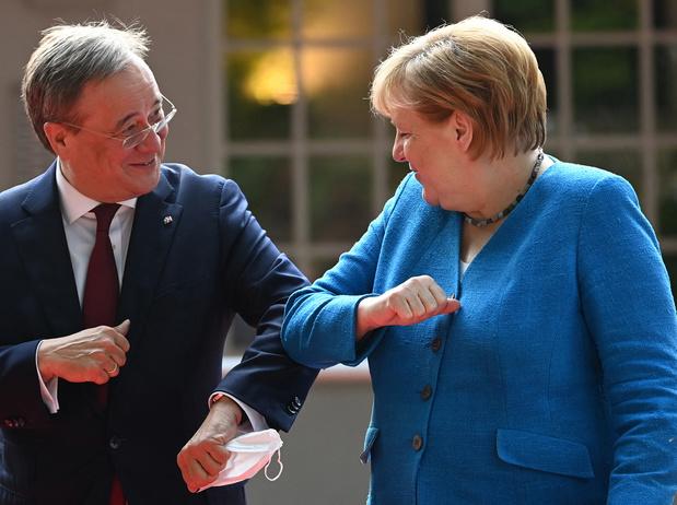 Merkel jette toutes ses forces dans l'arène avant un vote indécis en Allemagne