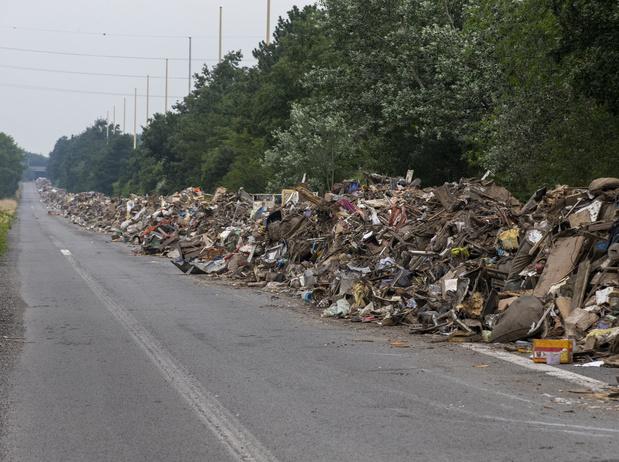 Inondations: 8 km de débris stockés sur l'A601, des années pour les trier