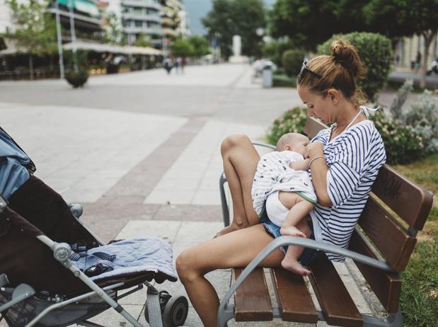 Disneyland Paris épinglé pour avoir interdit à une femme d'allaiter son bébé en public