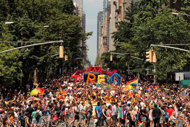Gay Pride géante à New York pour célébrer les 50 ans des émeutes de Stonewall