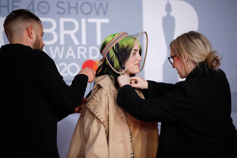 En images: le tapis rouge stylé des Brit Awards 2020