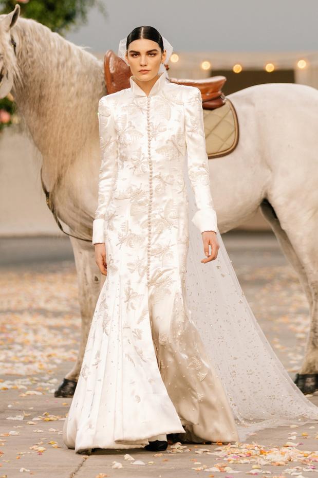 """Haute couture et Covid: le défilé Chanel devient une """"fête en famille"""""""