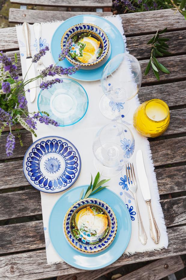 Shopping déco: une table d'été colorée