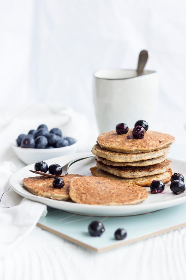 Recette des Pancakes à la banane, graines de chia et myrtilles