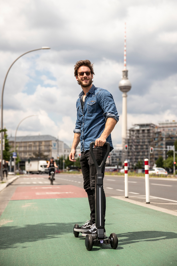 Audi combineert elektrische step met skateboard