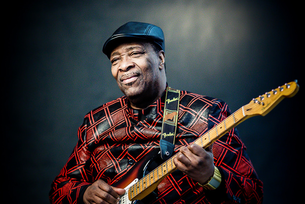 In première: Dizzy Mandjeku, de gitarist die van Stromaes 'Papaoutai' een hit maakte
