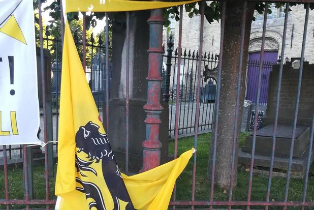 Vlag 'Vlaamse Leeuw' in Oostvleteren vernietigd