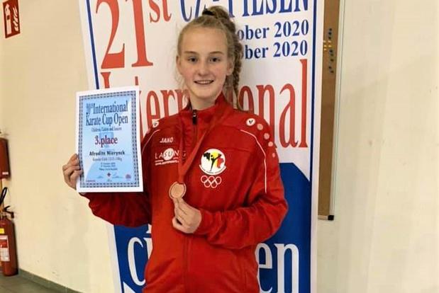 Brons voor Oostendse karateka Afrodite Nierynck (13) in Tsjechië