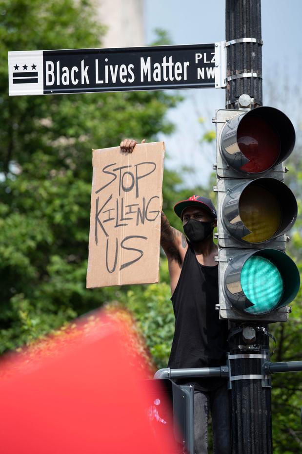 Pression de la famille Floyd sur Biden qui réclame des réformes dans la police américaine