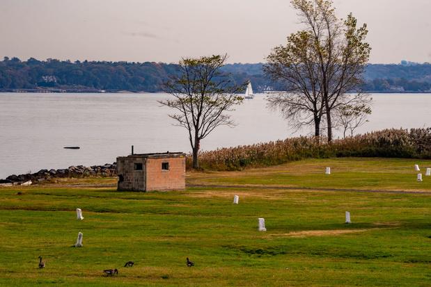 Hart Island, l'île des morts au large de New York, redevient accessible au public