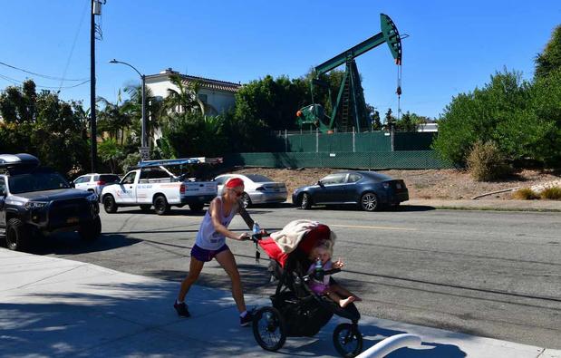 Los Angeles, ses palmiers, son ciel bleu... et ses puits de pétrole (en images)
