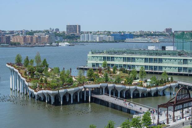 En images: Little Island, parc en lévitation au coeur de New York, imaginé par Diane von Furstenberg et son mari