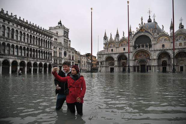 En images: Venise inondée par une marée haute historique