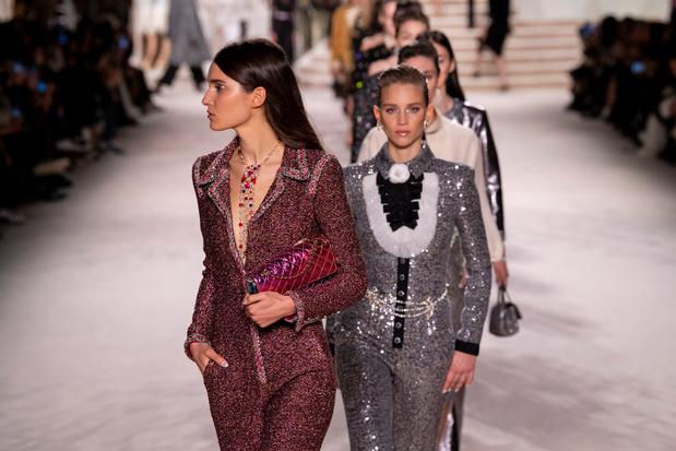 En images: Les vêtements-trésors du défilé Métiers d'art de Chanel