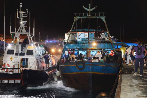 Opnieuw meer dan 2.000 migranten op Lampedusa, Europese Commissie roept op tot solidariteit
