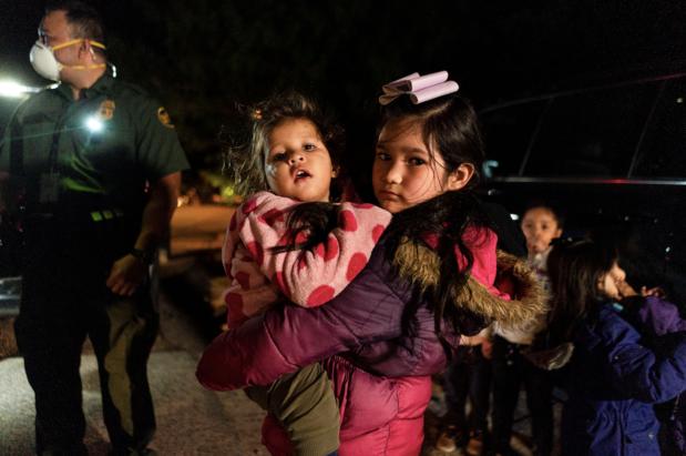 Amerikaanse regering gaat gescheiden migrantenfamilies herenigen