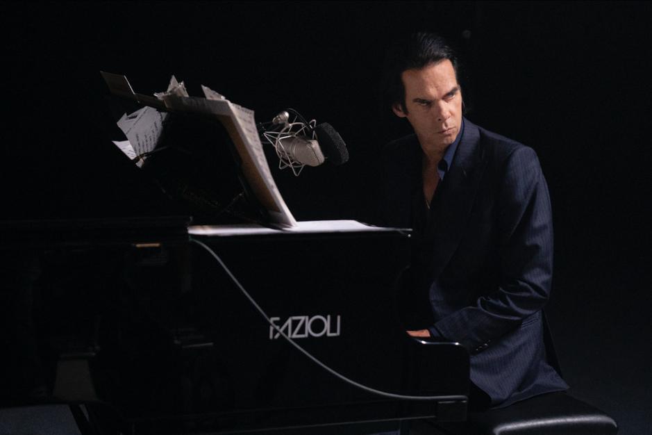 In concertfilm 'Idiot Prayer' gaat Nick Cave in dialoog met zichzelf: 'Zijn enige voorwaarde? Don't make me look shit'