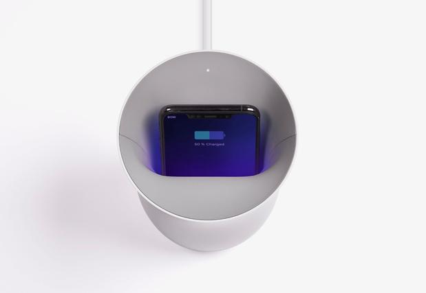 D'un seul coup recharger et décontaminer ('corona-proof')  son smartphone