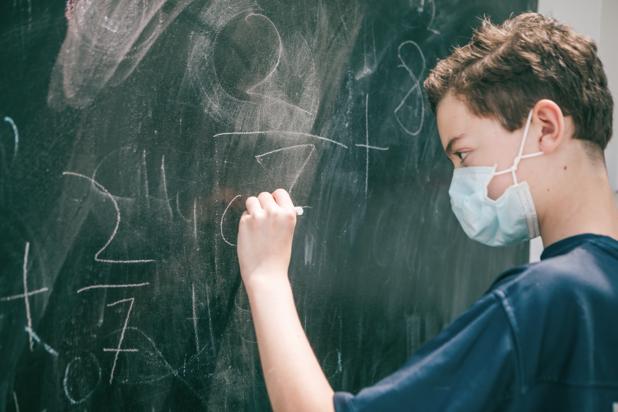 Vlaanderen start met sneltesten voor wie hoogrisicocontact had op school