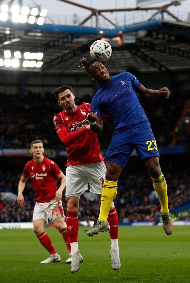 Batshuayi, titulaire, rejoint les 16es de la FA Cup avec Chelsea, Tottenham en replay