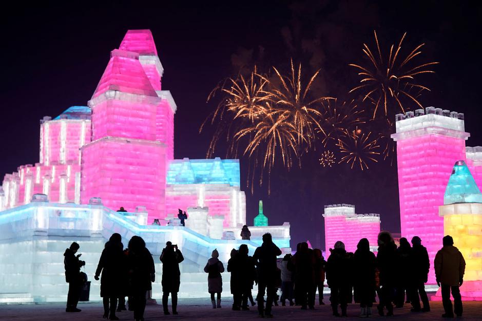 En images: à Harbin, plus grand festival de sculptures sur glace du monde