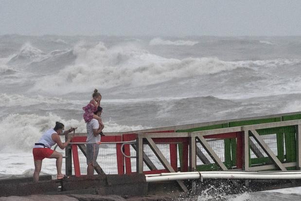 Eerste orkaan van het seizoen aan land in Texas tijdens coronagolf