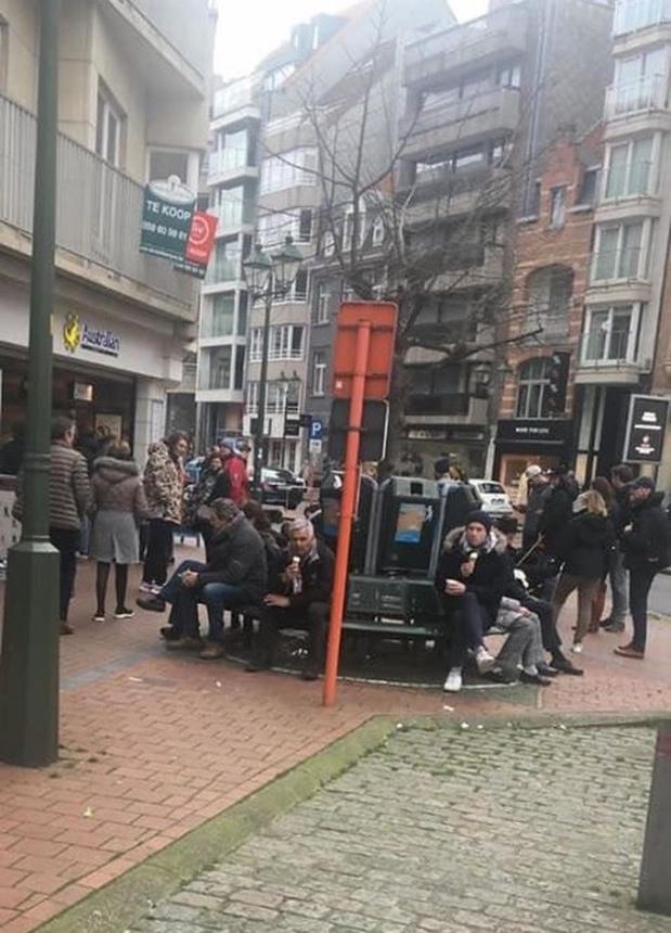 Burgemeester Lippens laat ook ijssalons sluiten in Knokke nadat heel wat volk samentroepte
