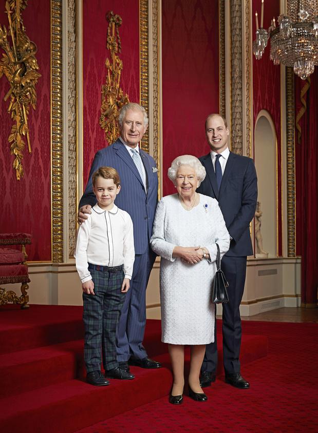 Portrait de famille : La reine Elizabeth II pose avec les héritiers au trône