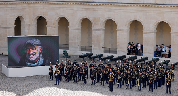 """Hommage à Belmondo: le Président a salué """"un héros aux mille visages dont la carrière charrie mille vies"""""""