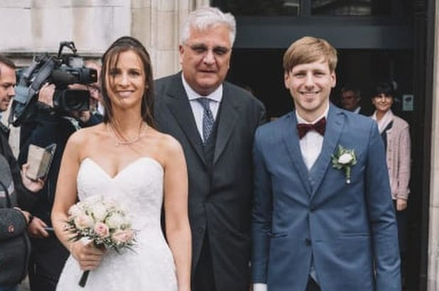 """Prins Laurent geeft pasgetrouwde Jannes gouden raad: """"Luister altijd naar je vrouw"""""""