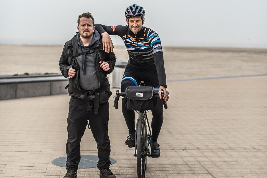 """OKAN-opvoeders stappen en fietsen voor 'Samen divers': """"Wij geven warmte"""""""