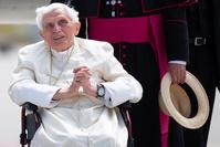 """L'ancien pape Benoît XVI """"extrêmement fragile"""""""