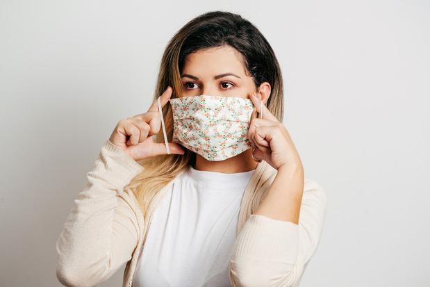 Maskne: porter le masque vous irrite? Voici comment y remédier