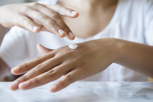 Conseils et recettes maison pour prendre soin de nos mains, abîmées par les lavages fréquents
