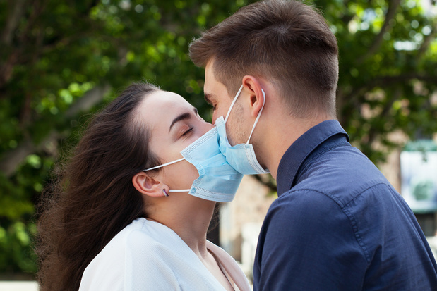 Coronavirus, sexe, masturbation: les conseils du Canada à l'adresse des couples