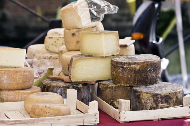 Le fromage en crise: pré-emballés industriels vs produits du terroir
