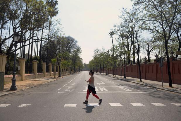 L'Espagne impose une quarantaine quasi totale pour freiner le coronavirus