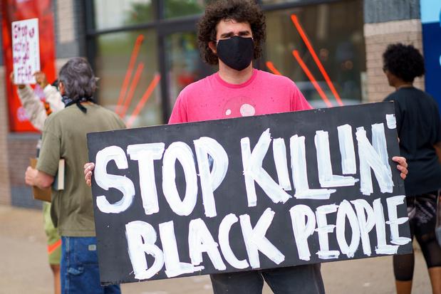 Etats-Unis: Arrestation mortelle: 4 policiers limogés - Monde