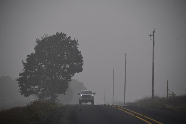 """""""On a du mal à respirer"""": l'Ouest américain suffoque sous la fumée des incendies"""