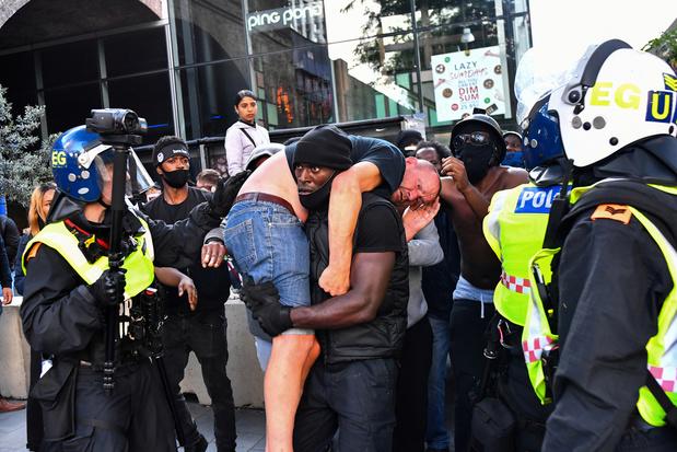 """""""Black Lives Matter"""" : des manifestants antiracisme sauvent un militant d'extrême droite"""