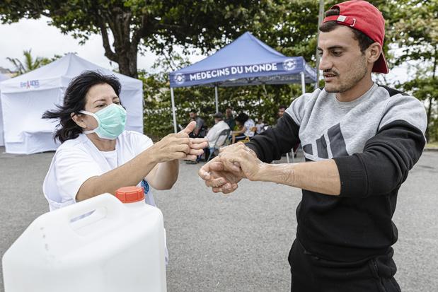 Les migrants, laissés pour compte de la crise du coronavirus et danger pour le pays entier