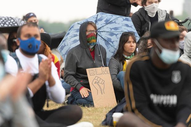 A Londres, antiracistes et contre-manifestants protestent dans une ambiance tendue