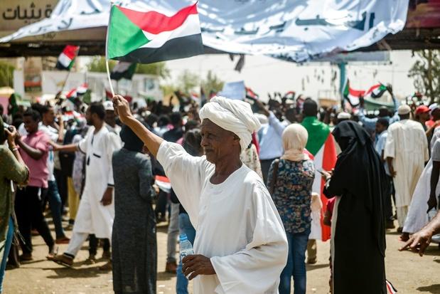 Au Soudan, la rue se mobilise après le putsch, les généraux promettent le dialogue