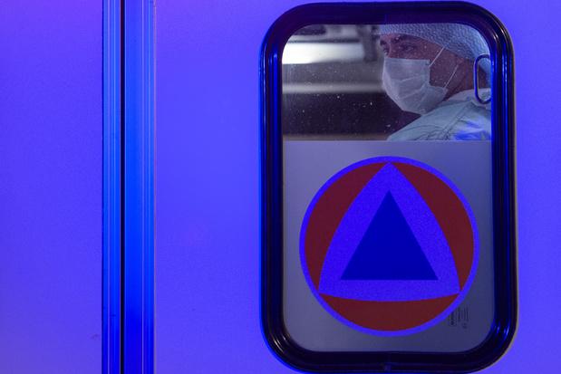 """""""Ce matin, je pleure"""": témoignages de soignants français face au coronavirus"""