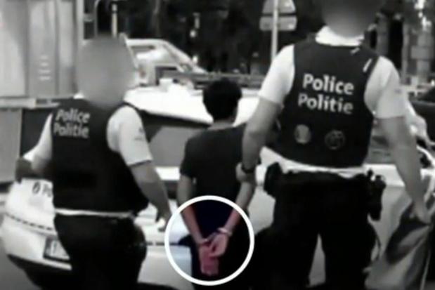 Deux policiers sous enquête à Bruxelles pour avoir menotté des enfants